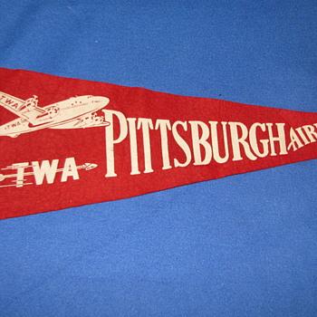 1950's VINTAGE TWA AIRLINES/PITTSBURGH AIRPORT PENNANT - Advertising