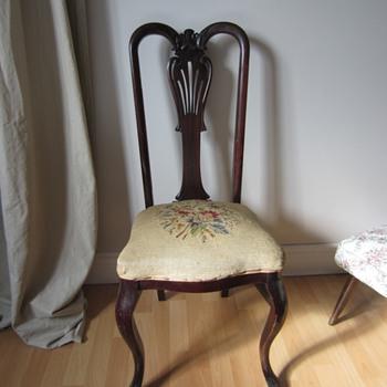 Queen Anne side chair - Furniture