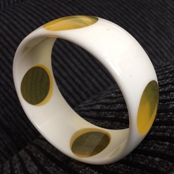 Bangle 1960s ? - Costume Jewelry