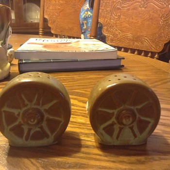 Frankoma wheel salt and pepper set - Pottery