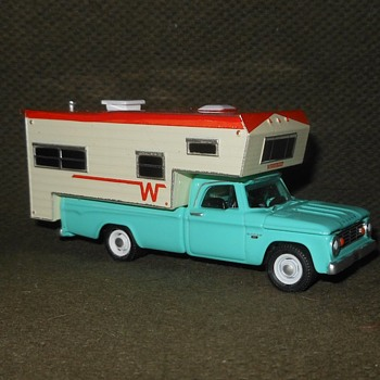 Greenlight Collectibles 1965 Dodge D100 Truck with Winnebago Camper Hobby Exclusive Series - Model Cars