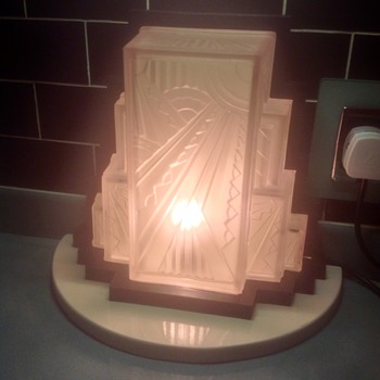Fabulous Art Deco glass sconce shade. - Art Deco