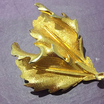 Leaf brooch possibly holly or oak? Possibly Trifari ? - Costume Jewelry