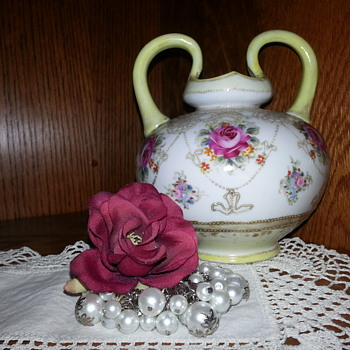 Stunning vase, I need more information on... please - Art Glass