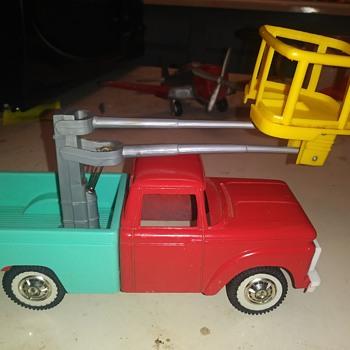 Tootsietoy Bucket Truck - Toys