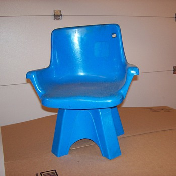 Estimated 1972 Eames style children's swivel chair - Furniture