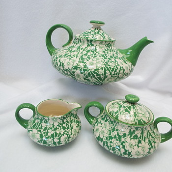 The Whole Tea Set Royal Doulton ..Burslem / Earthenware D3393 - Pottery