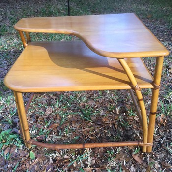 Haywood-Wakefield corner table. - Furniture
