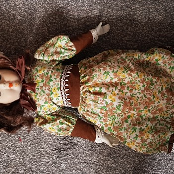 Any information about this doll ?  - Dolls