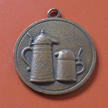 Vintage Utica Club Schultz and Dooley Medallion - Advertising