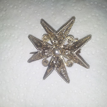 tres belle broche - Costume Jewelry