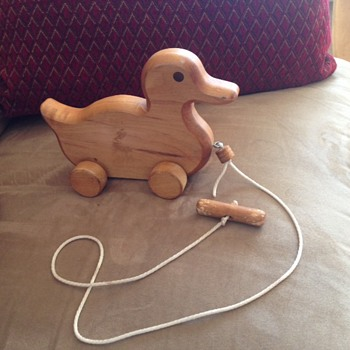 Wood duck pull toy - need more info about! Can you help?