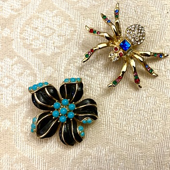Trifari flower - Costume Jewelry