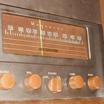 1947 Magnavox Duette Radio & Phonograph -  Radio Still Works! - Radios