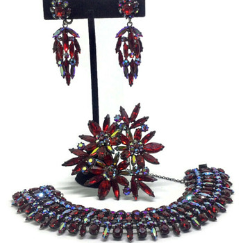 A selection of Sherman Siam pieces. - Costume Jewelry