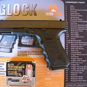 GLOCK 19 semi auto 9mm pistol  - Military and Wartime