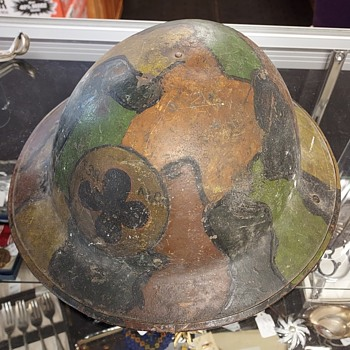 WW1 painted helmet - Military and Wartime