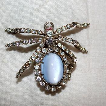 Bug brooch - Costume Jewelry