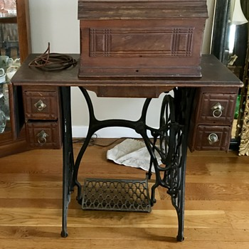 1886 Singer with table - Sewing