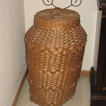 Wisconsin Winnebago or Ojibwa Basket 1940 - Native American