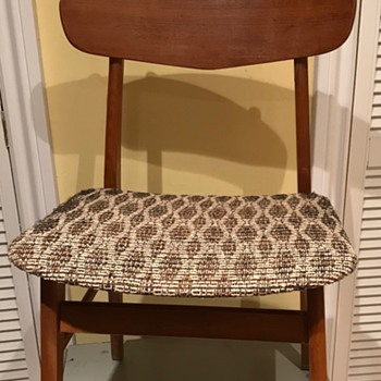 Mid Century Modern chairs. - Furniture