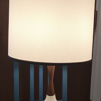 Mid Century Modern table lamp. - Lamps