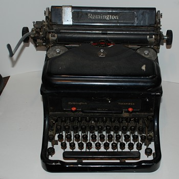 What a find !!! 1938 Remington Noiseless model 10 Typewriter Complete !!