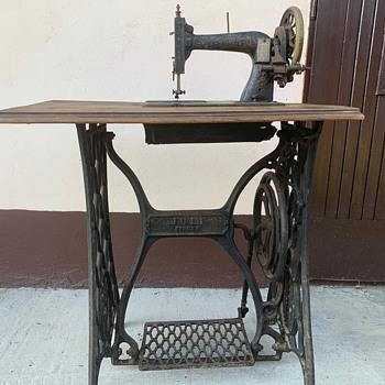 Singer sewing machine #1963119 - Sewing