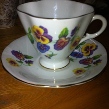 1490/52  Windsor Bone China, Pattern .....Pansies  - China and Dinnerware