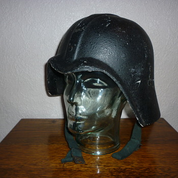 Iraqi Fedayeen (Darth Vader) helmet - Military and Wartime