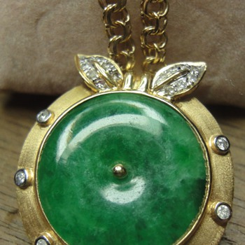 "Chinese 18K gold Diamond Jadeite ""Apple"" pendant  - Fine Jewelry"