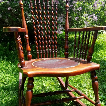 Rocking chair with Spiral Spindles - Furniture