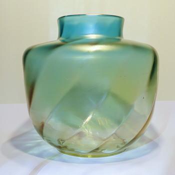 Marie Kirschner 1908, PN 1090/197, bergblau verl. schief gewalzt matt iris. - Art Glass