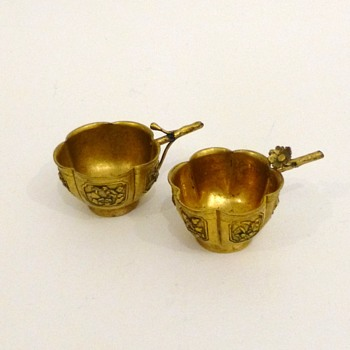 Two antique chinese fire-gilt bronze wine cups - Asian
