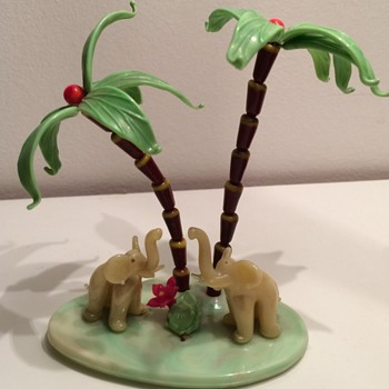 Kitch souvenir 50's elefants under palmtrees in glass  - Figurines