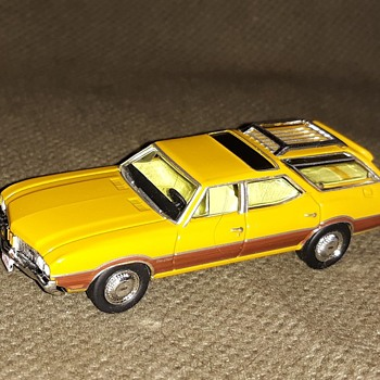 Greenlight Colectibles Estate Wagons Series 1970 Oldsmobilr Vista Cruiser - Model Cars