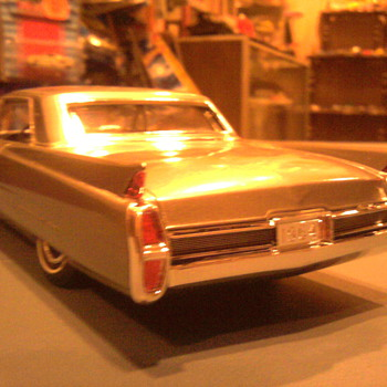 """Just like it was on the box""  1964 Cadillac model by Johan... - Model Cars"