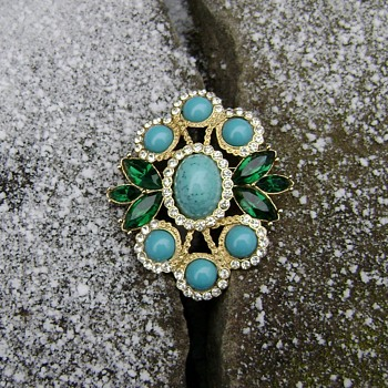 Sarah Coventry Brooch / Pendant - Maharani - Costume Jewelry