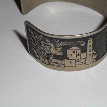 Modern or antique bracelet? Beautiful! - Fine Jewelry