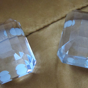 Tiffany & Co. - Pair of crystal diamond large paperweight - Art Glass