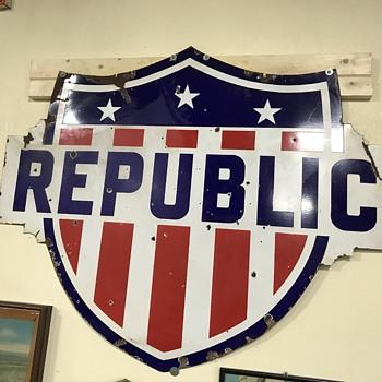 Republic oil and gas sign  - Petroliana