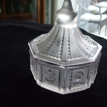 IMPERIAL GLASS CO. -SATIN CRYSTAL- BUTTERPATS SWEETS SERVER CANDY BOX - Glassware