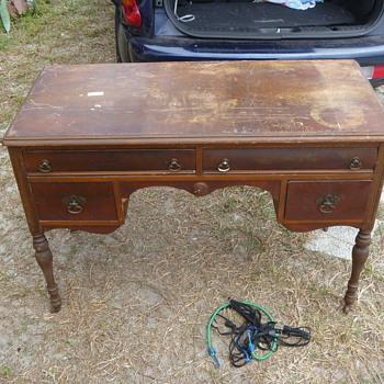 1800's Walnut & Gum Desk - Furniture