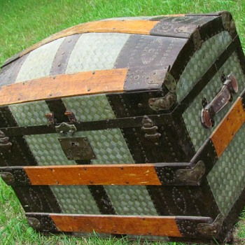 1870's Pure Patterned Zinc & Fancy Nail Barrel Stave Trunk - Furniture