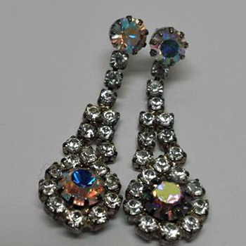 Pair of Earrings/Costume Jewelry - Costume Jewelry