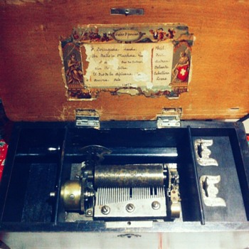 Swiss Music box with 6 melodies from late 1800´s - Music Memorabilia