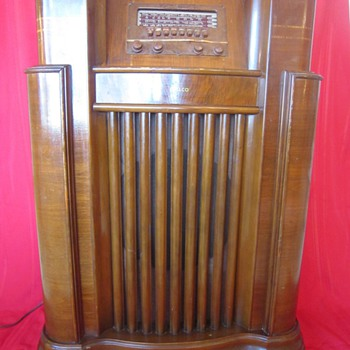 1940-1941 Model 41-285 Wooden Floor Philco Console Radio - Radios
