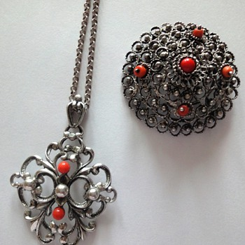 Silver Jasseron with coral pendant and brooch - Fine Jewelry
