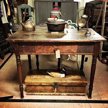 Primitive yet classy table - Furniture