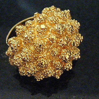 Monet adjustable 'Dinner Ring' goldtone - Costume Jewelry